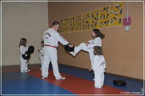 Taekwondo_12_01_27_10-BorderedNew